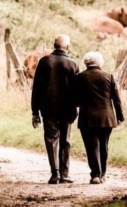 Prezenty dla seniorów – co kupić na Dzień Babci i Dzień Dziadka