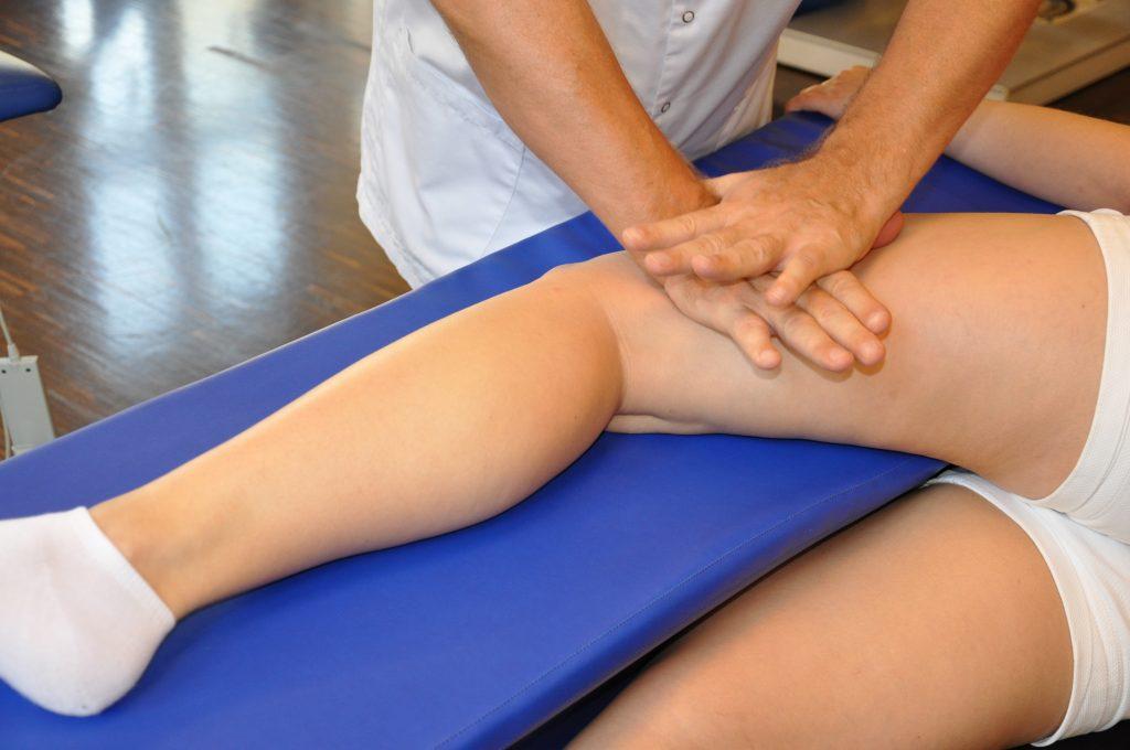 masaż na stole do masażu z kształtkami